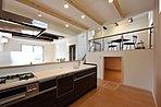 キッチン横の納戸5帖は収能力がありリビングはいつもスッキリ片付きます。