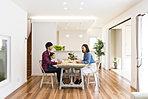 和室とあわせてゆったりとしたリビングは家族の「くつろぎ時間」を大切にした設計です。