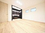 革新的なデザインと優れた機能性を兼ね備えた見晴らしの良いフルオープンキッチン。