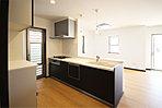 食器洗浄乾燥機、浄水器内蔵型水栓、ガラストップコンロなどを備えた充実仕様のキッチン (No.1)