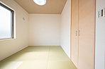 主寝室は広さのあるウォークインクローゼット付なので、居室をすっきり保ち、より広さを感じていただけます (No.6)