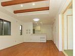 リビング・ダイニングはキッチンと合わせて18.5帖! 続き間となる和室で大きな空間を確保できます (No.1)