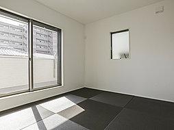 畳を取り外せば洋室としても使用できる和室。