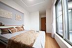【当社施行例】ワイドバルコニーに面した主寝室は明るく、ウォークインクローゼット付きで収納バッチリ♪