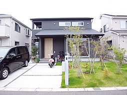 広いお庭と2台...