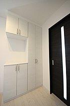 玄関の収納スペースも広いので、いつもスッキリとした玄関に・・