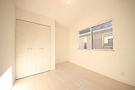 5.4帖の洋室は光の入る明るいお部屋!クローゼットも大容量!