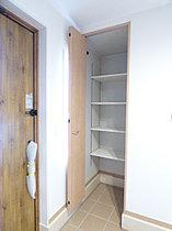 ◆玄関に土間収納を設け、ベビーカーなどもスッキリと収納!
