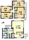 【2号棟・間取り図】 カースペース:普通車1台+小型車1台有、全室フローリング、リビングにトップライトを設置、居室2部屋に勾配天井を採用、全居室収納スペース有、陽当たり良好の南面バルコニー設置