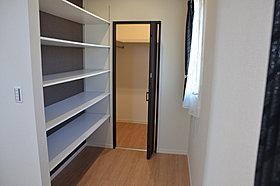 寝室にWCLプラス小物等が置ける可動棚