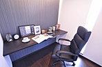 洋室に設けた書斎はパパのプライベートルームに最適。(K号地)