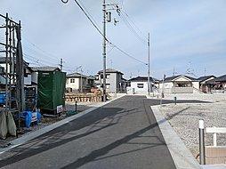 分譲地内の道路は見通しの良い設計です。