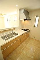 嬉しい食洗機 標準装備♪収納力豊富な爽やかなシステムキッチン