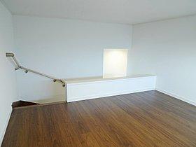 階段下の物入れは、お掃除用具入れに。(I号棟)