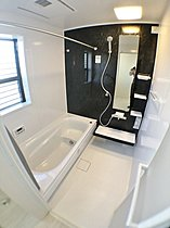 【9号棟浴室】 お湯の冷めにくい浴槽、浴室換気暖房乾燥機