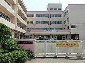 吉川市立中曽根小学校:徒歩12分 ※行政機関にご確認下さい。