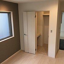 洋室には全室収納付き。お部屋をすっきり使えます。