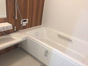 心地よいバスタイムを演出する浴室はゆとりあるサイズ。