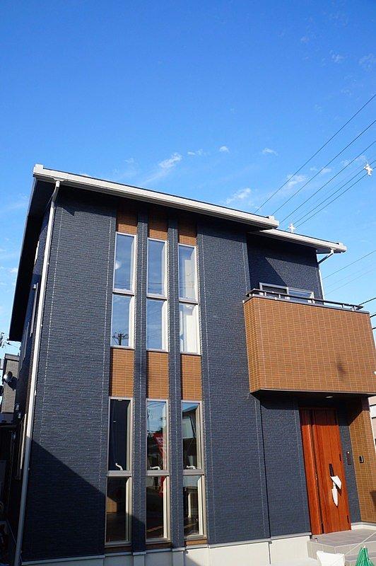 ■4号棟完成 ■凹凸のある外観は、日の当たり具合で表情を変えます。 ■注文住宅と見紛う程の重厚感を現地で体感ください。