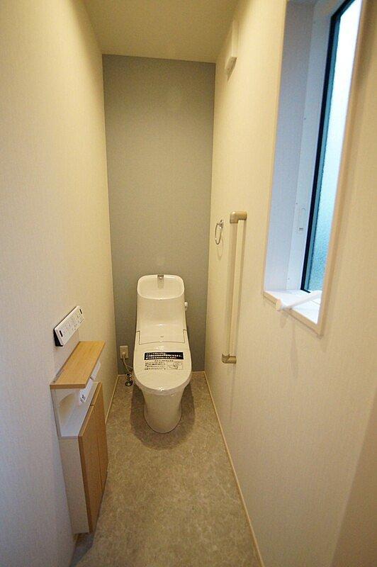 【トイレ】汚れが付きにくく、お手入れ楽々なトイレを今回は採用しております! 汚れが付きにくく、お手入れ楽々なトイレ!従来品に比べて約69%節水出来る、超節水型タイプを採用!