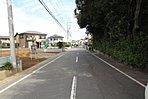 【前面道路】南東側7m公道に接道。車通りも少ないので通学、通勤も安心。