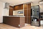 ■対面式キッチンなので、家族とコミュニケーションを取りながら家事ができます