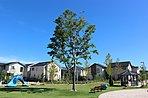 広い空と緑の芝生が広がる憩いの場。街のシンボルとなる大津大野池公園と大津のぞみ野公園。子どもたちと愛犬のはしゃぐ声が聞こえる街は、上質な時間が流れ、健やかな心が育まれています。
