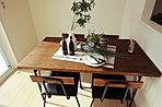 ■家族が長い時間過ごすLDKを南側にレイアウトしたプランです。■対面キッチンだからご家族と会話を楽しみながらお料理できます♪