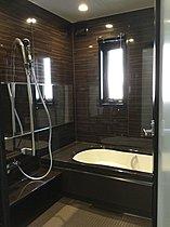 広々2.5畳のユニットバス、ご家族皆様で入浴が楽しめます。