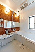 【バスルーム】浴室暖房乾燥機付きです。