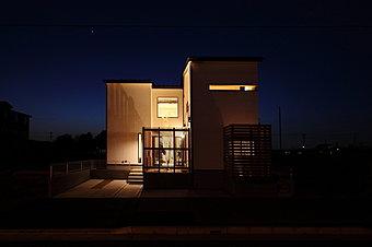 【外観】こだわりが、いっぱい詰まった自然素材住宅です。是非ご見学下さい!!