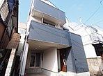 東京メトロ副都心線「小竹向原」駅徒歩15分。車庫付き3階建て4SLDK新築物件。建物面積117m2以上!東側道路に面して日当たりも良好!朝のさわやかな光と風が入ってきます。 現地(2018年3月)撮影