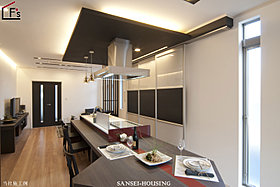 アイランドキッチン&ファニチャースペース
