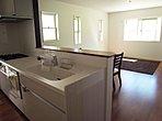 【モデルハウス】 対面式キッチンの為、お子様を見守りながら料理が作れます!