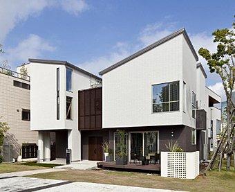 耐震等級最高等級で皆様の夢を叶えます。一級建築士と打ち合わせをしていただいて、世界にひとつしかない宝物を。一生暮らすお家だからこそ、ワガママをお聞かせください。