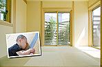 畳は断熱性・保温性がはたらき、外気温に左右されず、冬は暖かく、夏は涼しく過ごすことができます。