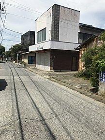 現地写真です。閑静な住宅街ですが商業地です。