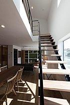 光を通すシースルー階段も自由設計で叶えます♪