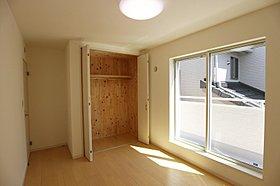 洋室 通常より大きな窓で、採光をしっかりと。