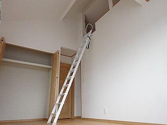 天井が高い洋室は解放感があります!
