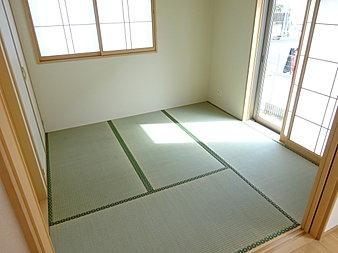 リビングの隣には和室がございます!