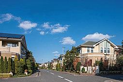 2017年度グッドデザイン賞受賞。駅徒歩4分。人気の高い南道路。静かな住宅街です。の外観