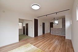 1号地 リビングと和室が繋がっており、広々空間に!