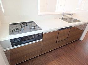 キッチンには食洗機がついていて家事の負担を軽減してくれます!