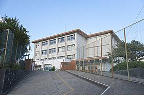 富雄南中学校まで約490m