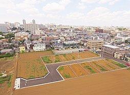 JR総武快速線「津田沼」駅徒歩16分、京成線「京成津田沼」駅徒歩11分。敷地42坪以上の全13邸。