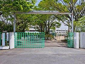 草加市立谷塚中学校 1010m