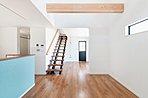 Curateの家は全邸自由設計。長年、注文住宅を手がけてきたからこそ信頼していただける質の高い住まいをご提案いたします。建築家と共に間取りプランをお造りいただけるのもCurateならではの特権です!