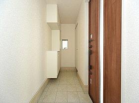 散らかりがちな玄関もスッキリの玄関収納付き。