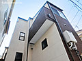 角地で開放感ある立地。固定階段による6帖の小屋裏収納や和室もございます。…狛江市和泉本町3丁目